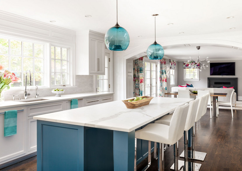 Bursts of Blue Add a Pop of Color to This Westchester Home