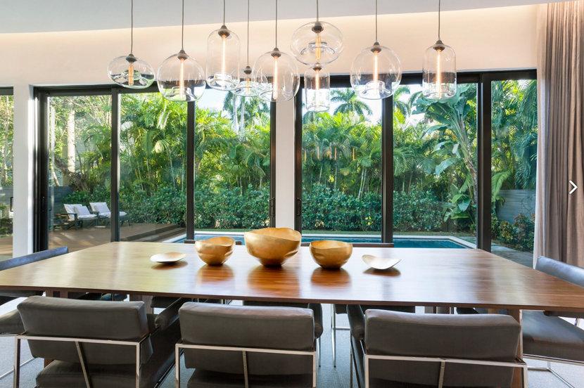 Life's a Beach! 5 Summer Homes with Modern Lighting