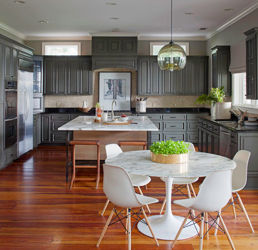 Kitchen Table Pendant Light Creates A Modern Centerpiece In A Savannah Home