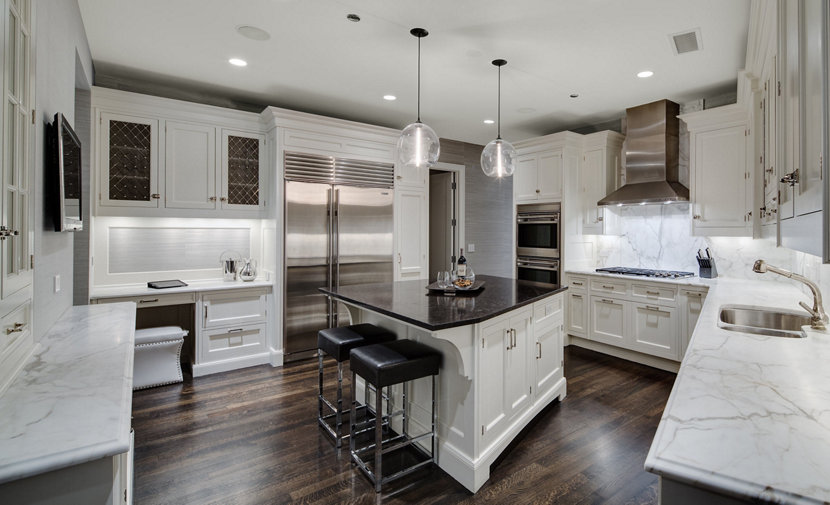 Clear Glass Pendant Lights Adorn Chicago Home - Glass kitchen island pendants