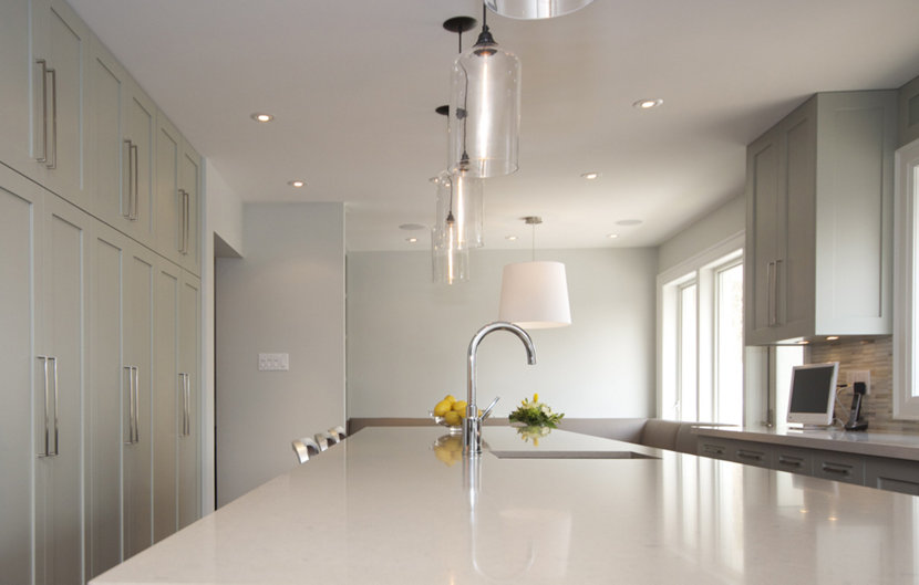 Modern Kitchen Island Lighting Brings Warmth to Canadadian Residence